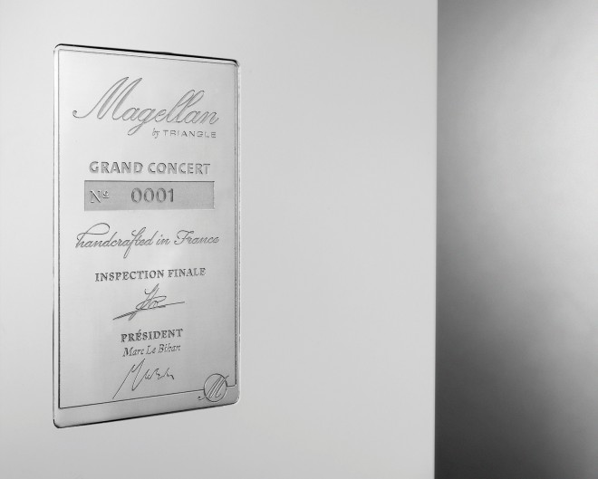 grand-concert-blanc-detail-plaque